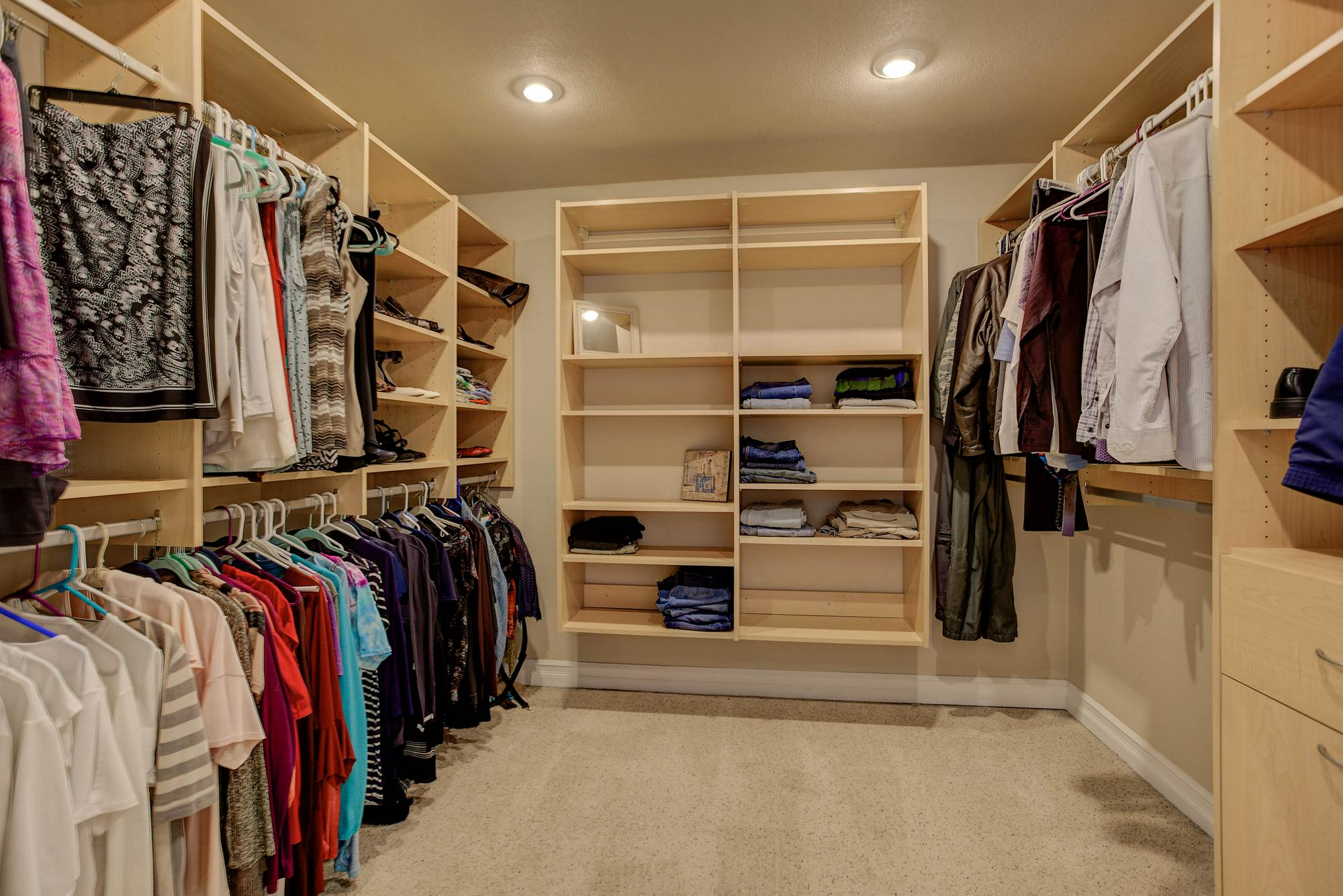 Listassistimage-318719-web_ready-6970%2bsouth%2bwaco%2bstreet_mastercloset-2000x2000