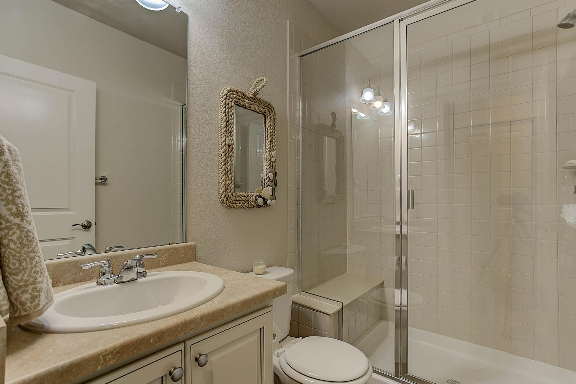 Listassistimage-338081-web_ready-22151%2beast%2beuclid%2bplace_bathroom3-2000x2000